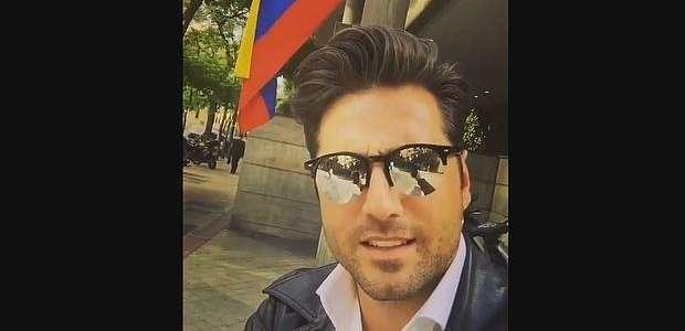 Bustamante la lía y confunde bandera de Venezuela con la ...