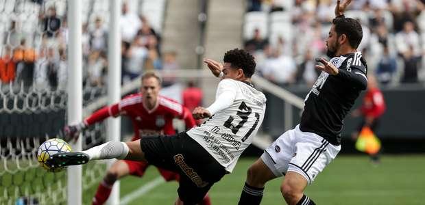 Corinthians domina a Ponte e volta a vencer após 36 dias