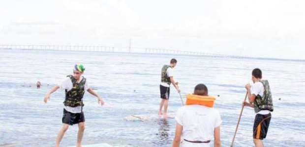 Alunos de Manaus criam prancha ecológica com garrafas PET