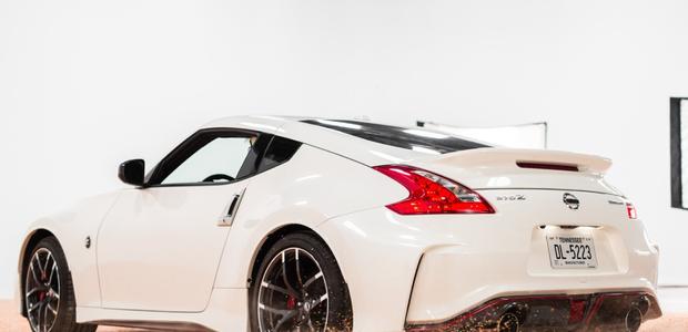 Nissan 370Z NISMO espolvoreó miles de chispas de colores ...