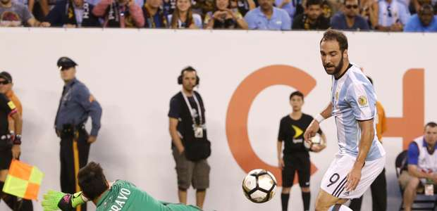 Higuaín suma otra pifia en una final