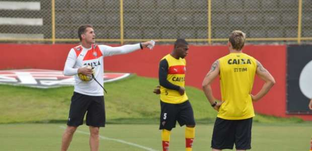 No Vitória, Vagner Mancini esconde time para duelo ...