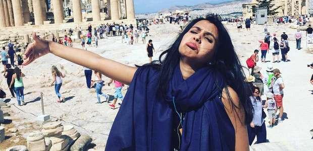 Mulher faz fotos hilárias após curtir lua de mel sem marido