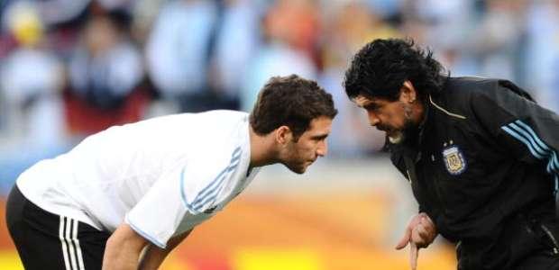 Maradona, dolido por la posible marcha de Higuaín a la Juve