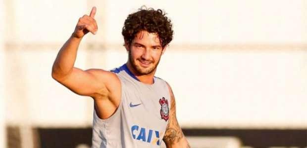 Corinthians oficializa venda de Pato para o Villarreal