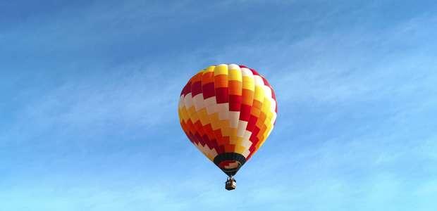 EUA: balão com 16 pessoas cai; não deve haver sobreviventes