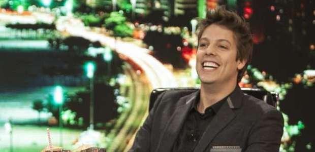 Porchat derrota a Globo, faz autoironia e cita Dilma e Temer