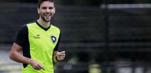 Treino do Botafogo tem volta de Pimpão e golaço de Nuñez