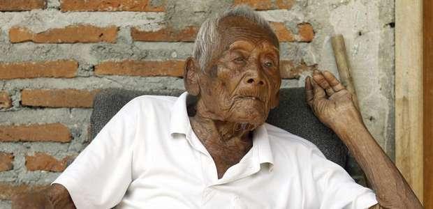 Un indonesio afirma que tiene 145 años, nació en 1870