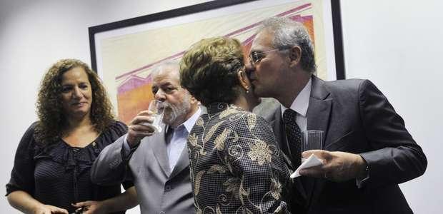 Dilma almoça com Lula e senadores e vê Renan no intervalo