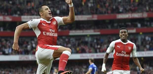 Arsenal esmaga Chelsea no 1º tempo em festa para Wenger