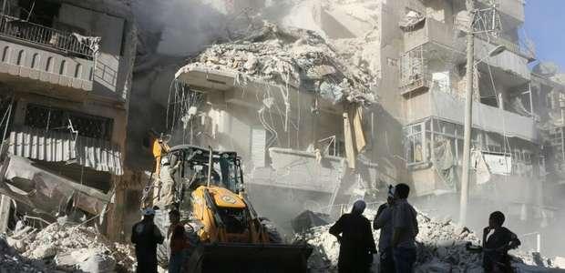 Cenas de horror na cidade de Aleppo após novos bombardeios