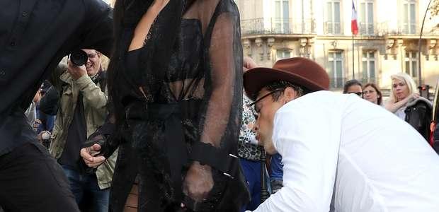 Hombre quiso besar zona íntima de Kim Kardashian (FOTOS)