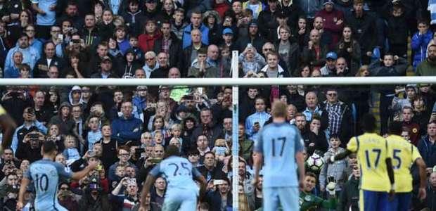 City para em goleiro, empata em casa e vê Arsenal na cola
