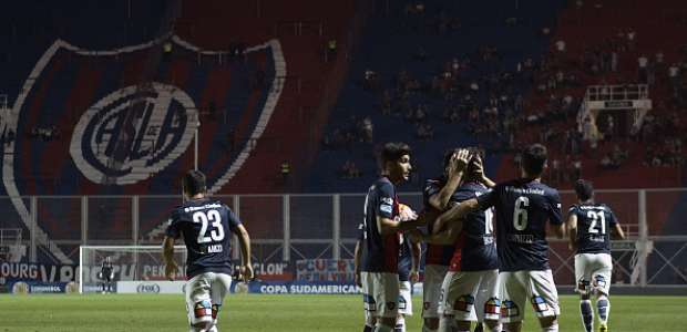 San Lorenzo recibe a Palestino en busqueda de la semifinal