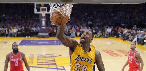 Debutan Lakers con triunfo sobre Rockets
