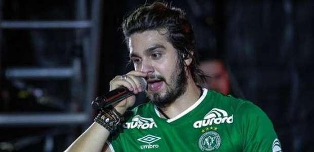 "À Chapecoense, Luan e público cantam ""Noites..."
