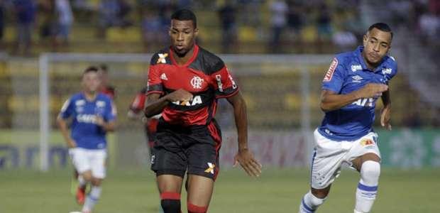 Sensação do Fla faz gol de peito e time elimina o Cruzeiro