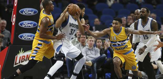 Towns suma ´doble-doble´ y Wolves doblegan a Nuggets