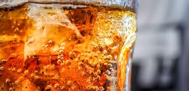 França proíbe distribuição de bebidas doces em refil