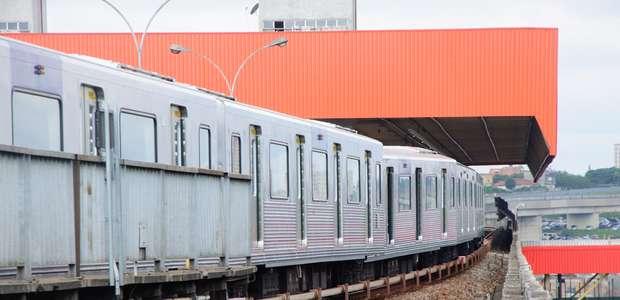 Metrô descarrila perto da estação Corinthians-Itaquera em SP