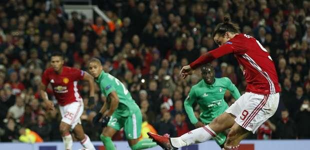 Ibra faz três, e United abre vantagem sobre o Saint-Étienne