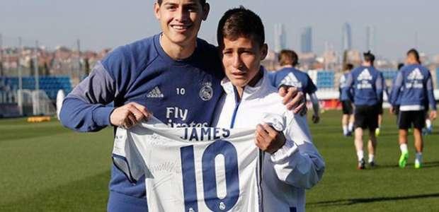 'Anjo da Chape' visita o Real Madrid e conhece James