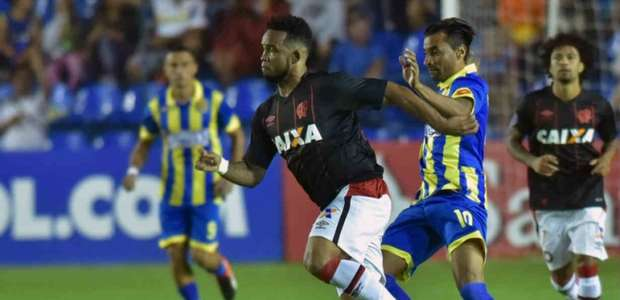 "Atlético-PR acusa paraguaios de insultos racistas: ""macacos"""