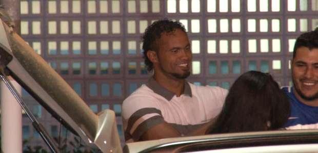 Após cumprir quase 7 dos 22 anos, goleiro Bruno deixa prisão