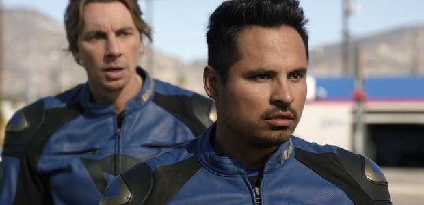 """Dax Shepard se sube a una moto con Michael Peña en """"CHIPS"""""""