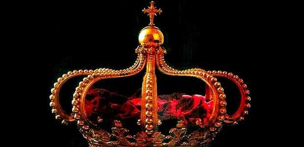 Coroa em ouro feita no Brasil e mais nove insígnias reais