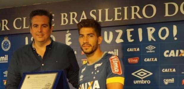 Lucas Silva completa 100 jogos pelo Cruzeiro e recebe ...
