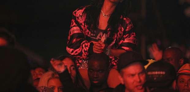 El extraño look de Rihanna en Coachella 2017 (FOTOS)
