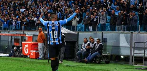 Em noite de Barrios, Grêmio goleia Guarani e dispara em 1º