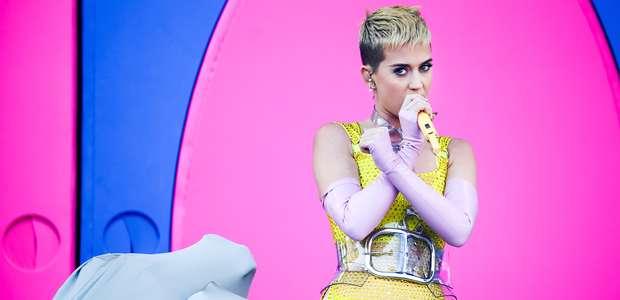 Katy Perry se quiebra en homenaje a las víctimas de ...