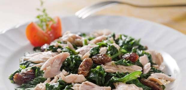 Ensalada de espinaca, piña y atún: La receta de un chef