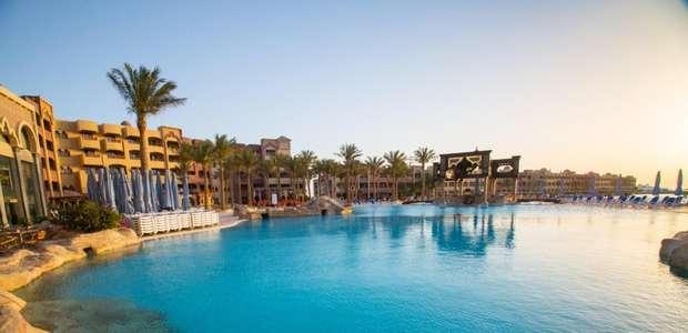 Ataque a facadas mata turistas em resort no Egito