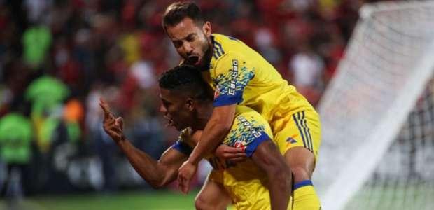 Flamengo sofre, mas vence o Coritiba com gol no fim do jogo