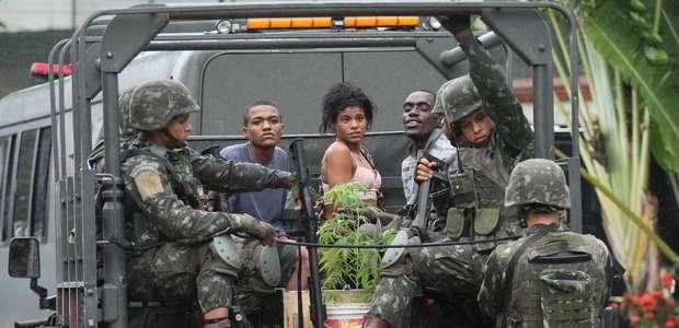 Ação da polícia e Forças Armadas no Rio prende ao menos 20