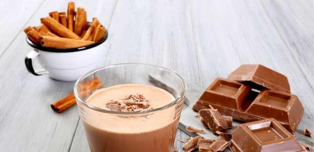 Veja 12 receitas de drinks com sorvete que vão te refrescar