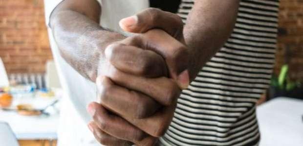 Polícia da Tanzânia realiza prisão em massa de pessoas ...