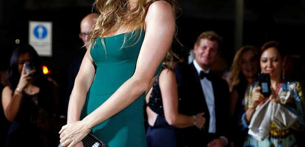 Gisele Bündchen usa vestido sustentável de Stella McCartney