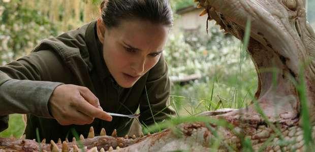 Annihilation: Natalie Portman enfrenta um jacaré na ...