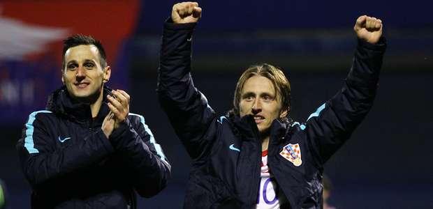 Croácia goleia Grécia e fica perto de ir à Copa; Suíça vence