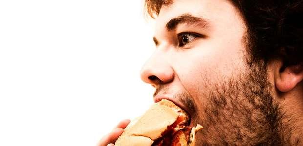Por que comer muito rápido faz mal para a saúde