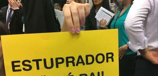 Câmara adia votação de PEC que pode proibir aborto por ...