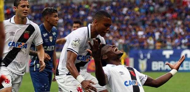Vasco bate Cruzeiro e segue na briga por Libertadores 2018