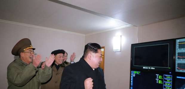 """Coreia do Norte vê """"ato de guerra"""" dos EUA e promete reação"""
