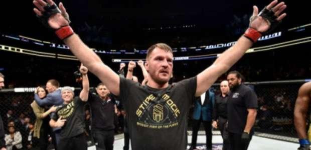 Stipe Miocic vence Francis Ngannou e faz história no UFC 220
