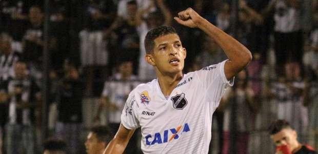 Corinthians tira do ABC o artilheiro do Brasil na temporada